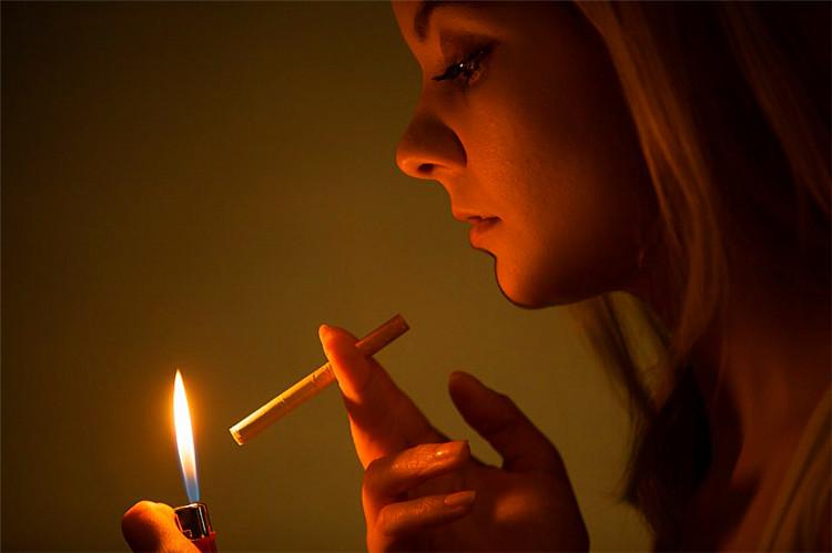 (音乐美文)女人,请不要做男人手中的烟  音画创作 110809jem5sev1vy1bgbbs